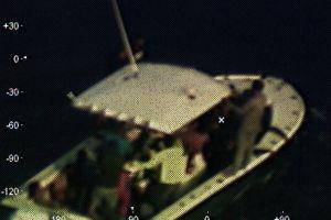Hallan a 23 migrantes cubanos en alta mar a bordo de un bote de madera estropeado