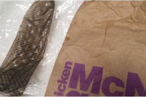 Niña de 2 años chupó un condón usado que encontró en un asiento de McDonald's