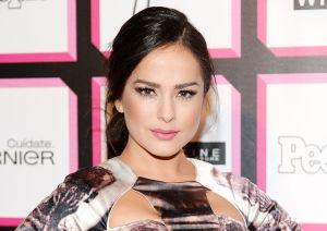Totalmente repuesta, Danna García presume su belleza usando un colorido traje de baño