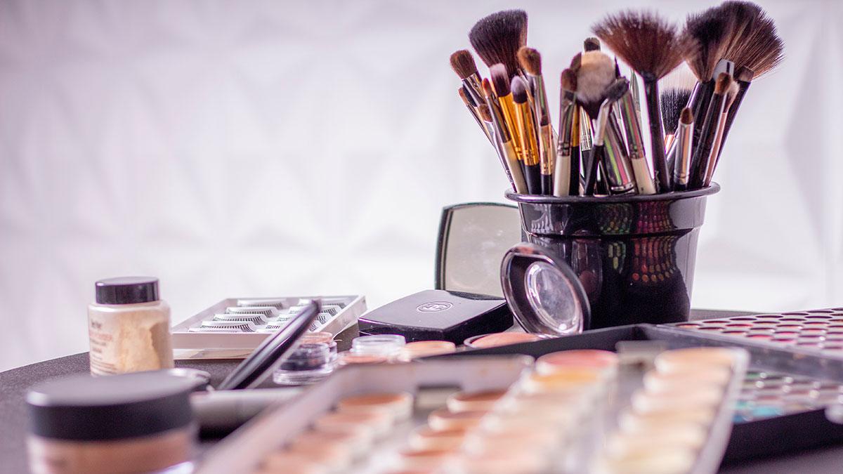 En la industria del maquillaje también es más o menos normal que algunas marcas te den muestras gratis o grandes descuentos.