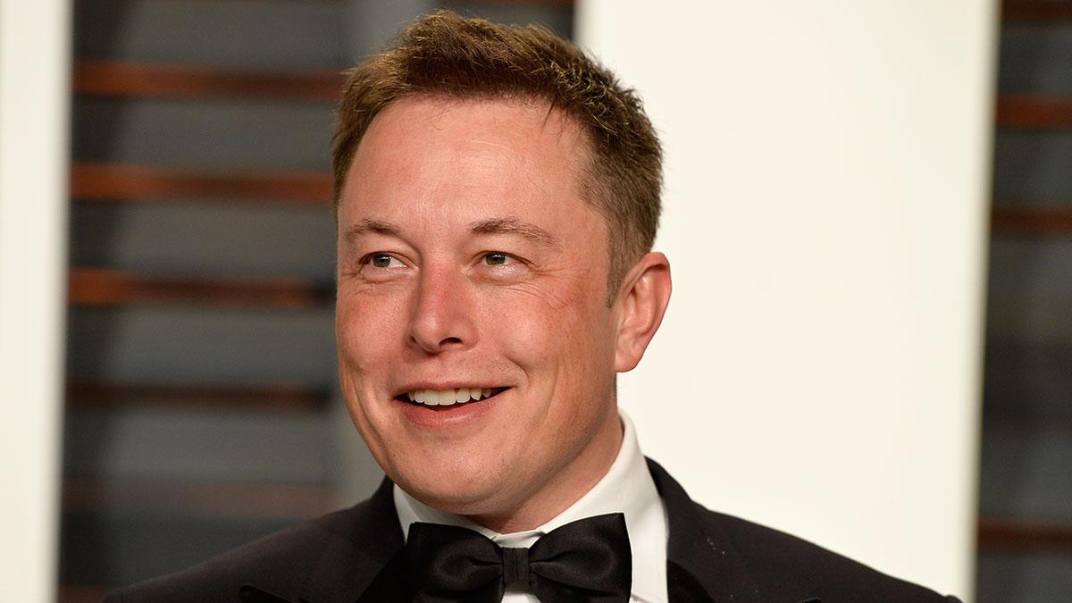 ¿Cuál fue el primer auto de Elon Musk, el millonario CEO de Tesla?