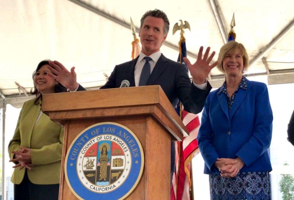 Newsom anuncia lucha contra costos de medicinas en su día número 100 como gobernador de California