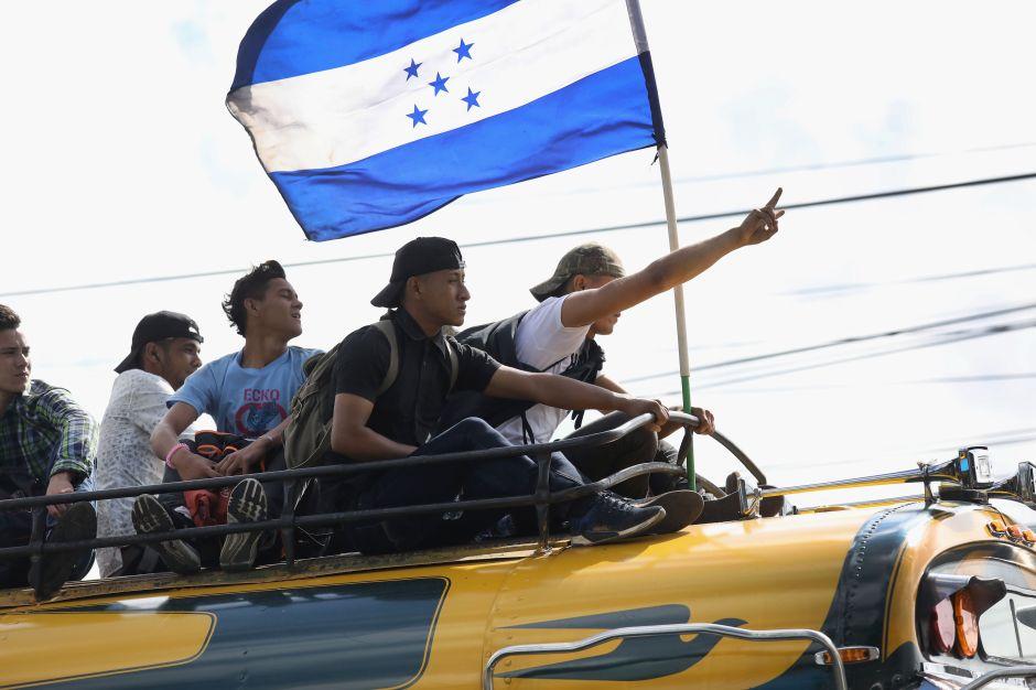 Centenares de hondureños inician caravana hacia EEUU a pesar de postura de Trump