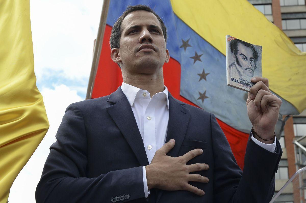 Guaidó invocó la Constitución para declararse presidente interino de Venezuela.