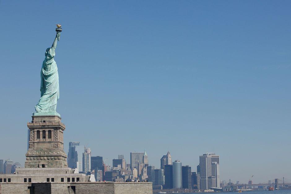 El Gobierno de Trump retuerce el poema de la estatua de la Libertad para atacar a los inmigrantes