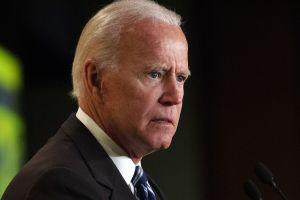 Nueva acusación por presunto comportamiento inapropiado empaña carrera presidencial de Joe Biden