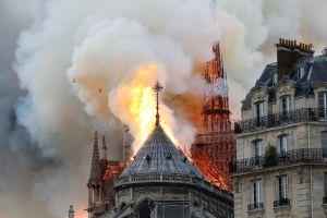 Estudiantes de Nueva Jersey lloraron al ver la catedral Notre Dame arder minutos después de visitarla