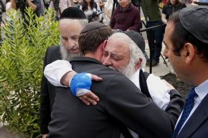 """Esta mujer oraba por su madre en la sinagoga y fue asesinada. """"Recibió la bala por todos nosotros"""""""