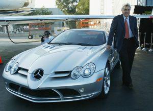 Matt Damon visita el garaje de Jay Leno... mira por qué