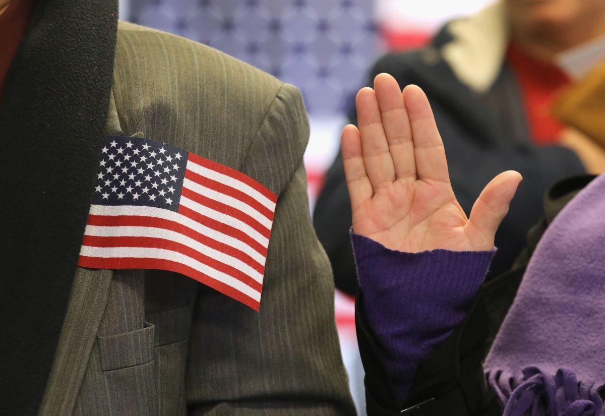 El proceso para obtener la ciudadanía puede tardar hasta año y medio.