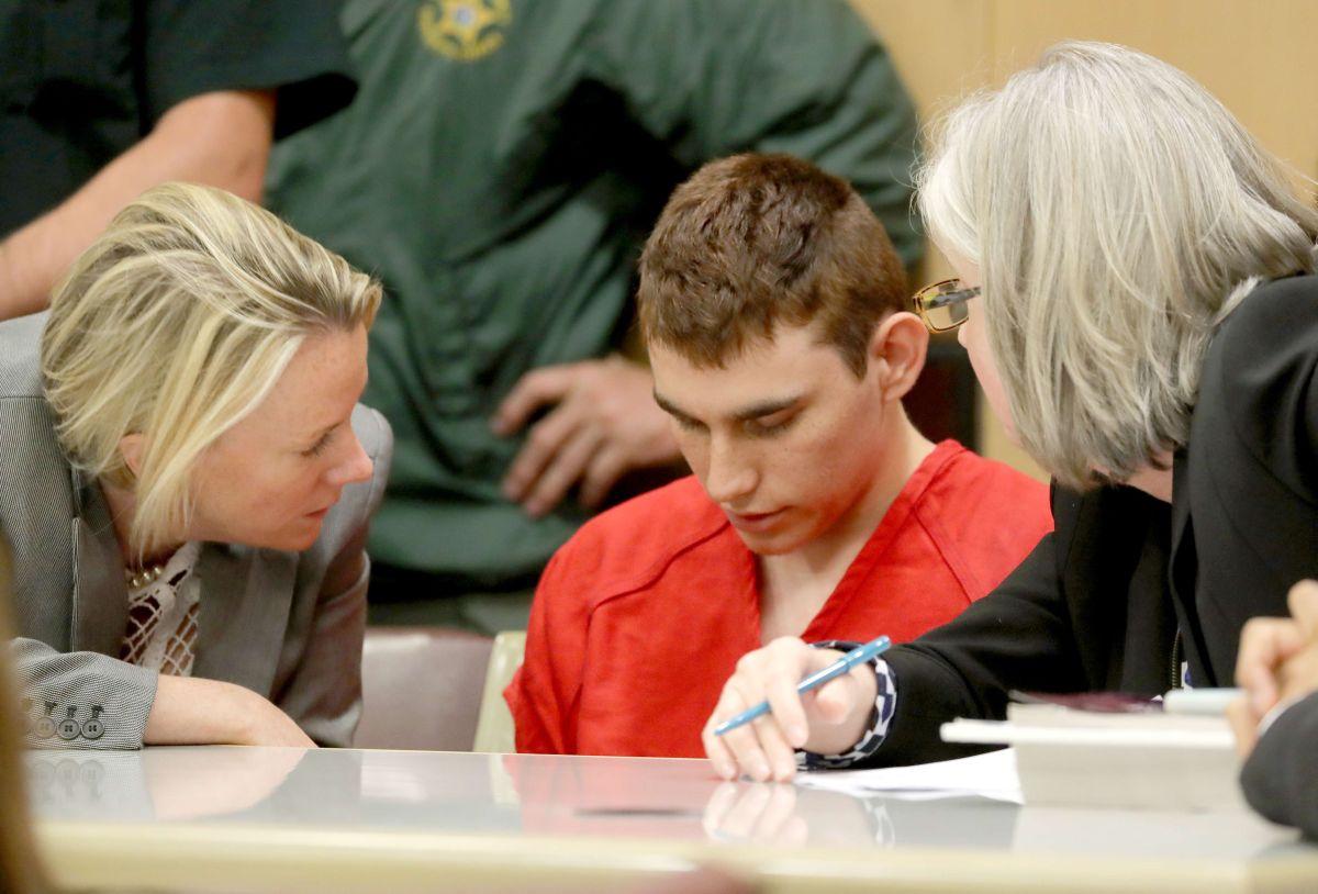 Jueza rechaza retrasar el juicio al pistolero de la masacre de Parkland