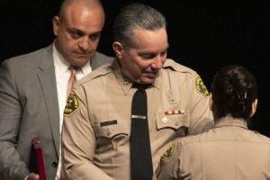 En medio de la controversia, agente del Sherriff presenta demanda