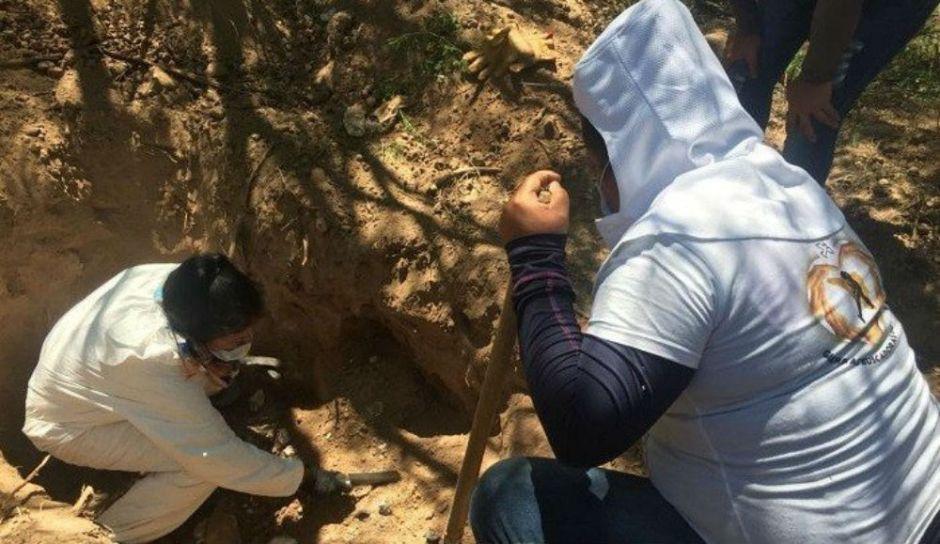Hallan nueva narcofosa con unos 25 cuerpos en Sonora, México