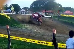 Video: La trágica muerte de un piloto de motocross en plena competencia
