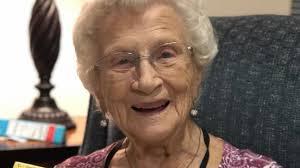 La increíble historia de amistad de una viuda de 95 años