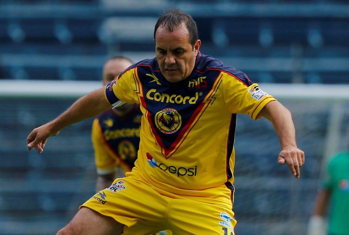 Cuauhtémoc Blanco, ya retirado juega por los colores de su amado América a la menor provocación.