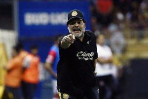 Maradona pone condiciones a Dorados para seguir siendo su director técnico