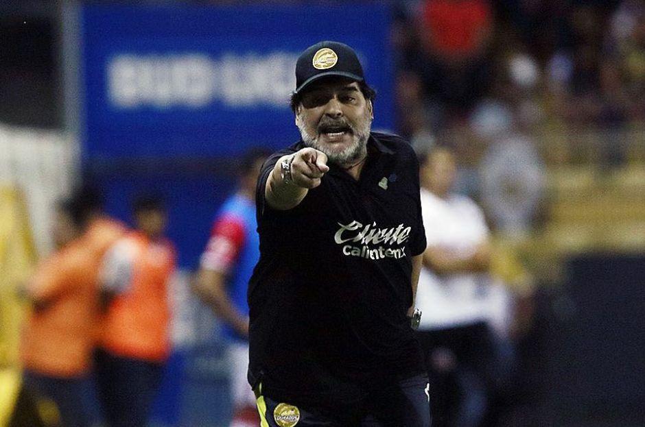 Hola Diego, Adiós Diego: Maradona se va de Gimnasia… y podría volver a Dorados de Sinaloa