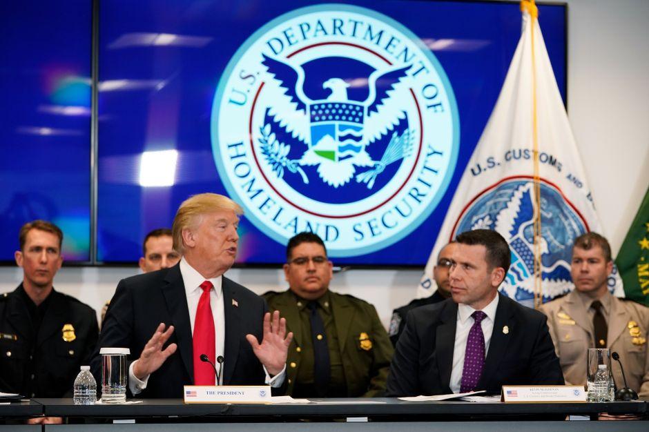 """Trump sigue pidiendo dinero para la frontera. Demócratas le instan a usar fondos del """"muro"""""""