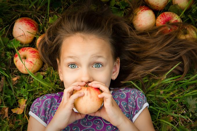 ¿Cómo debemos lavar las manzanas para evitar el consumo de pesticidas?