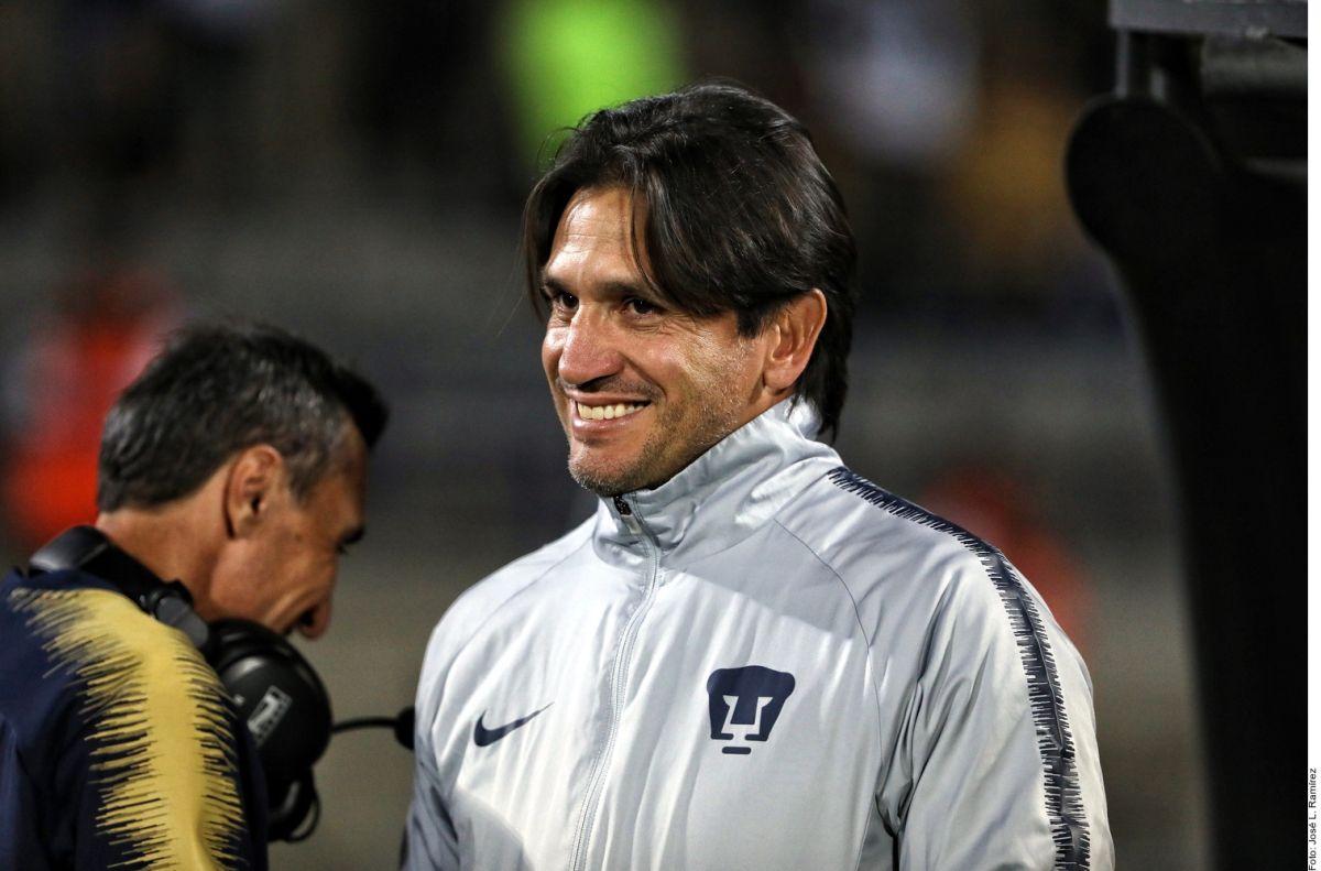 Bruno Marioni cuando entrenaba a los Pumas de la UNAM.