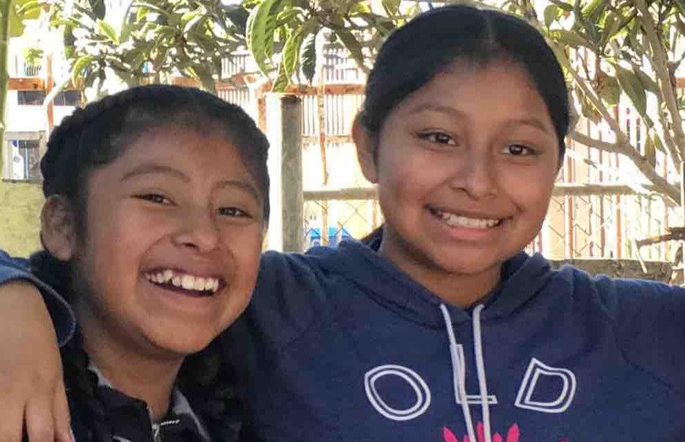 Amy Lorenzo, 12, (izq.) y su hermana Marlene Lorenzo, 14, fallecieron tras ser arrolladas por un camión de carga. (Suministrada)