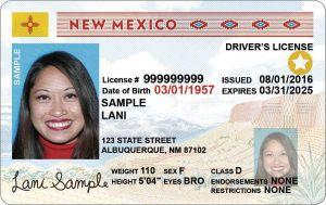 Firman ley que ayuda a indocumentados a tener licencias de conducir en Nuevo México