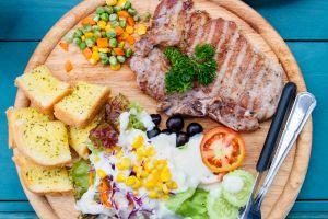 ¿Qué es el método del plato y cómo seguir esta dieta que te indica las proporciones de cada tipo de alimento?