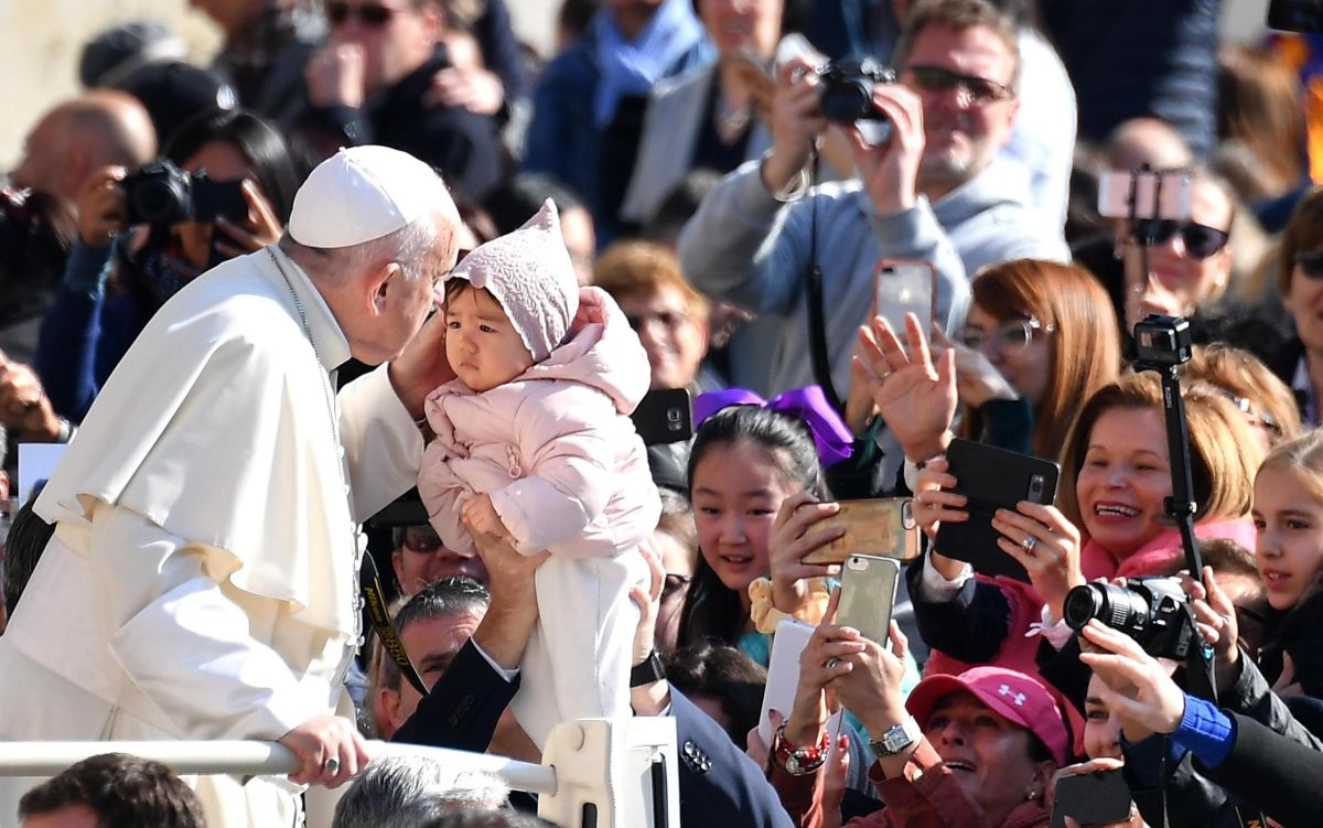 El papa visitó el vientre de Tatiana cuando visitó Cartagena (Colombia).