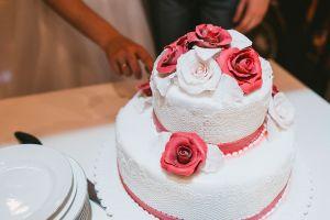 Ataúdes, pasteles de bodas y otras cosas que no imaginabas que puedes rentar en lugar de comprar
