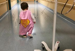Contra pronóstico, una niña consigue vencer al cáncer en estadio 4