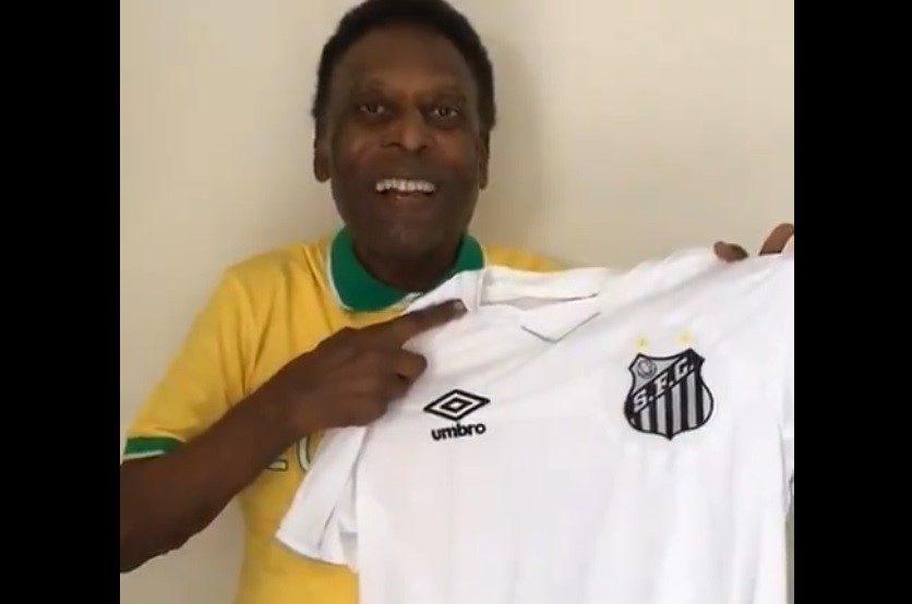 El gran Pelé celebra los 55 años de la triple corona del Santos.