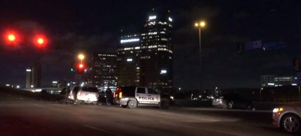 En los informes a la policía se indicó que los sospechosos huyeron en una camioneta SUV Cadillac Escalade.