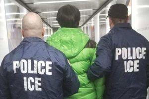 """""""Si no pagas te deportan"""", extorsionaban a inmigrantes con entregarlos a ICE, ahora pagarán caro"""
