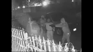 Video muestra un robo violento en el noreste de Houston