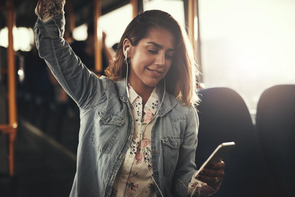 Los 7 mejores auriculares para escuchar música en tu celular sin gastar mucho