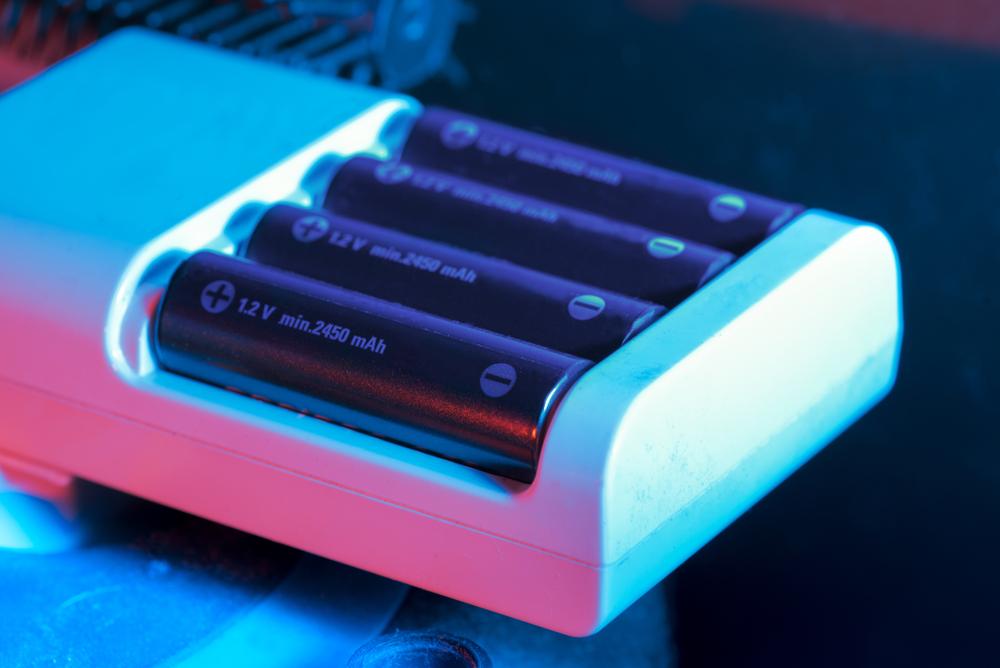Los 5 mejores cargadores de baterías para los controles de tu hogar
