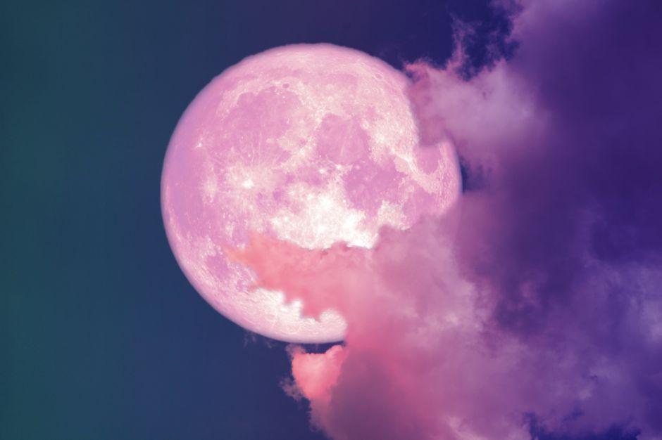 """Los signos del Zodiaco que se verán afectados por la """"luna rosa"""" de Semana Santa"""