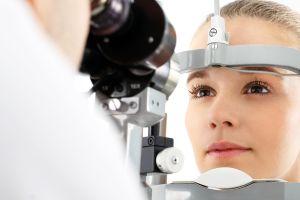 ¿Cuántos años duran los efectos benéficos de la cirugía láser en los ojos para corregir la vista?