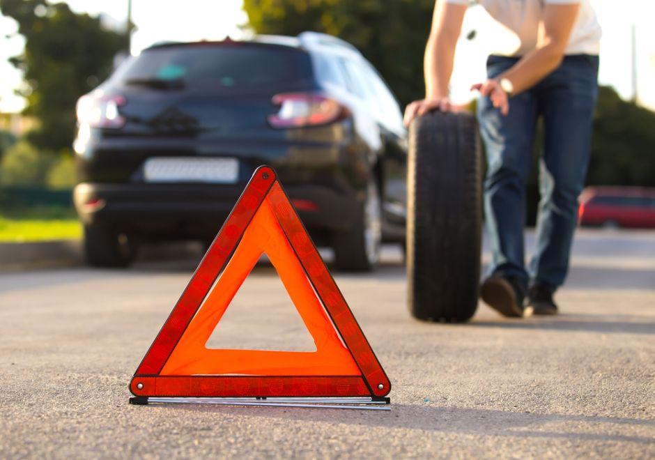 5 útiles herramientas que no deben faltar en tu auto para cuando ocurre una emergencia en la carretera