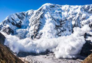 Alertan por tormentas invernales y avalanchas de nieve en dos estados del noroeste estadounidense