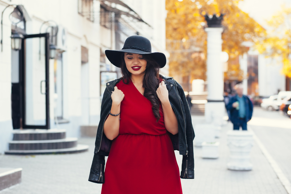 5 chaquetas ligeras de cuero plus size para combinar con tu look primaveral