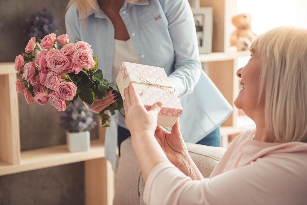 Las 9 mejores opciones de regalo del Día de la Madres para las abuelitas jóvenes