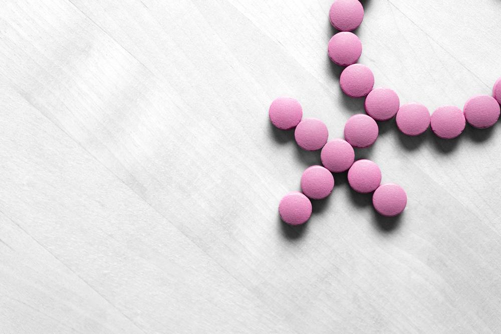 3 cápsulas que alivian los sofocos durante la menopausia