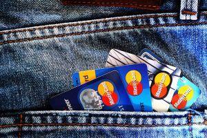 Arrestan a 5 sospechosos de Houston por fraude con tarjetas de crédito