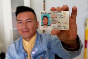 Casi 2,000 californianos cambian el género de sus licencias de manejo