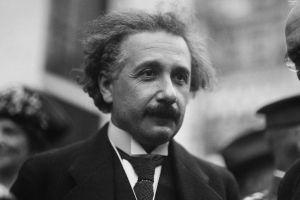 Qué es la teoría de la relatividad de Einstein y por qué fue revolucionaria