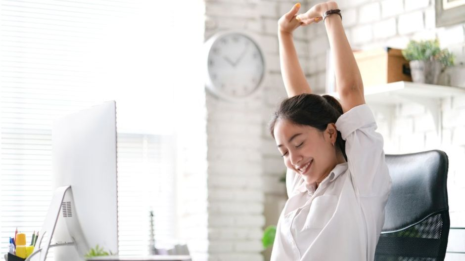 """Qué son los """"microdescansos"""", la sencilla técnica que puede aumentar tu productividad (y tu bienestar) en el trabajo"""