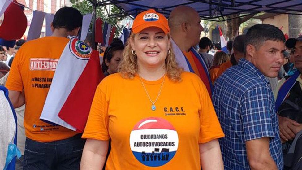 """María Esther Roa, """"la escrachadora"""" de Paraguay que fuerza a dimitir a los políticos acusados de corrupción"""