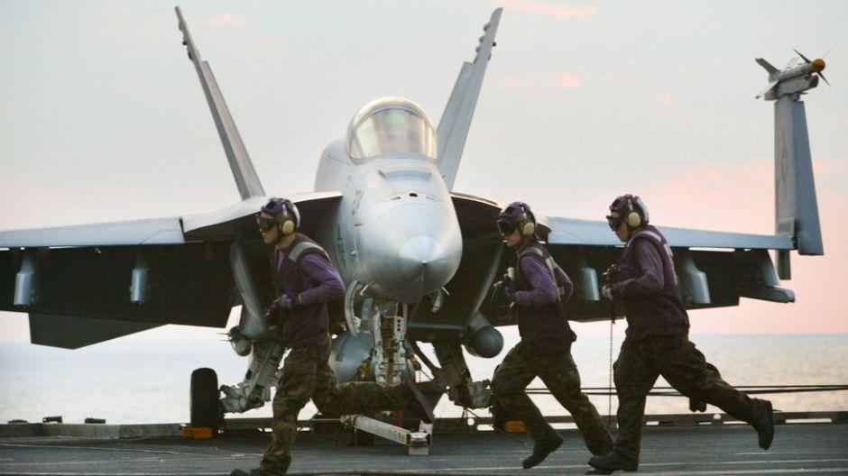 """Cómo es el Grupo de Ataque USS Abraham Lincoln, enviado al Medio Oriente como """"un mensaje"""" a Irán"""